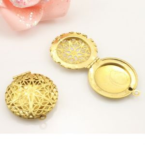 Box Pendant, Alloy, Gold colour, 3.3cm x 2.7cm x 0.4cm, 1  piece, (LJP303)